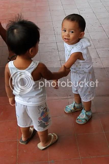 2 boys