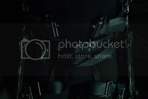 Neo full weapons in lobby scene