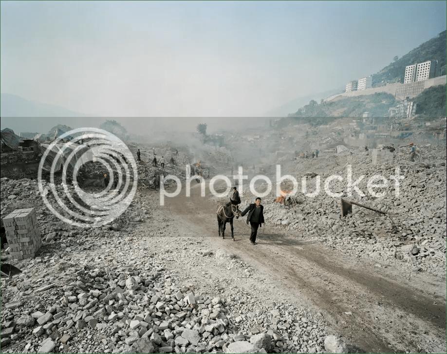 Edward Burtynsky's work photo Picture4-5_zps36d3e625.png