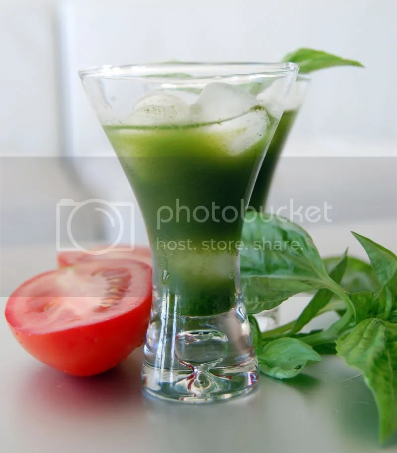 Green juice recipe for 92-day juice feast: Green Juice with tomato, cucumber, kale and basil.