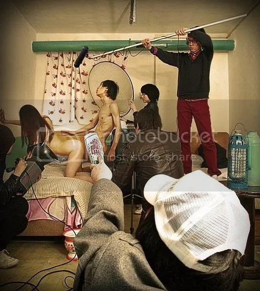 chinese-hotel-room-stories-making-p.jpg picture by Viviobluerex