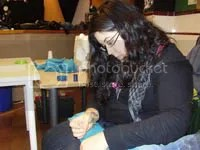 Esther cosiendo
