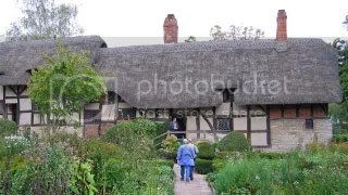 Anne Hathaway's Cottage. Notice the thatched roof?