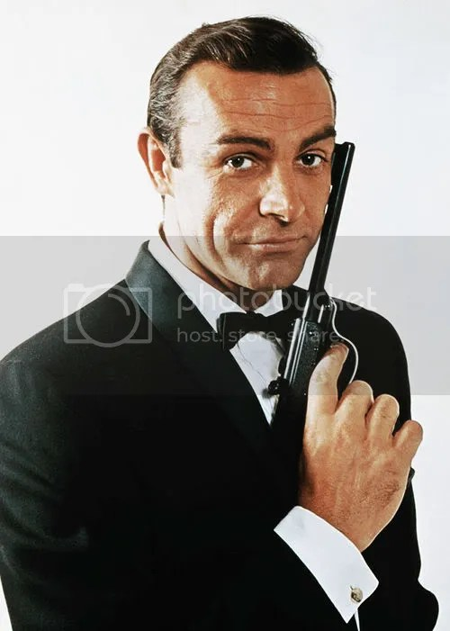 Foto de James Bond penteado.