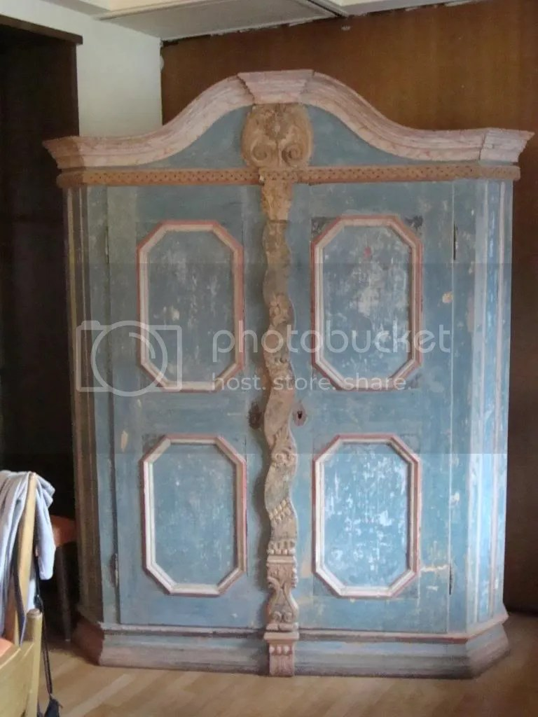 An ornate old cupboard/wardrobe photo DSC01260_zpsb8f52cd7.jpg