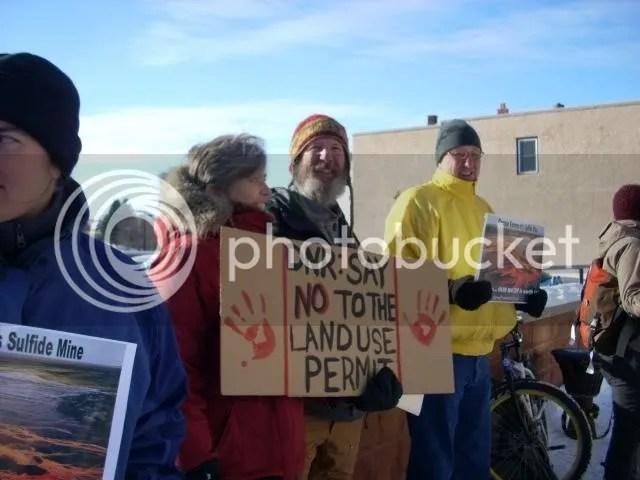 Mqt mine protest 12-17-07