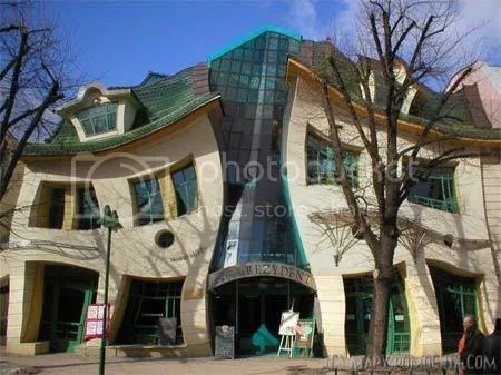 weird building design Crooked House poland