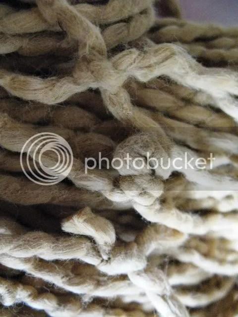 golden_yarn_knots
