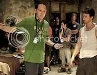 O diretor Leterrier ao lado de Norton, durante as filmagens de O Incr�vel Hulk - CLIQUE PARA AMPLIAR