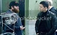 John Moore e Mark Wahlberg acertam uma cena durante as filmagens - CLIQUE PARA AMPLIAR ESTA FOTO