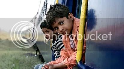 Na fuga de Mumbai, os irmãos deixam para trás muitas lembranças - CLIQUE PARA AMPLIAR ESTA IMAGEM EM ÓTIMA RESOLUÇÃO