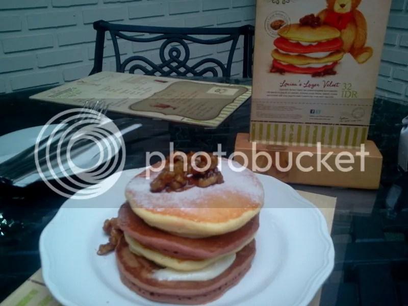 Velvet Pancake (Rp 32.000)