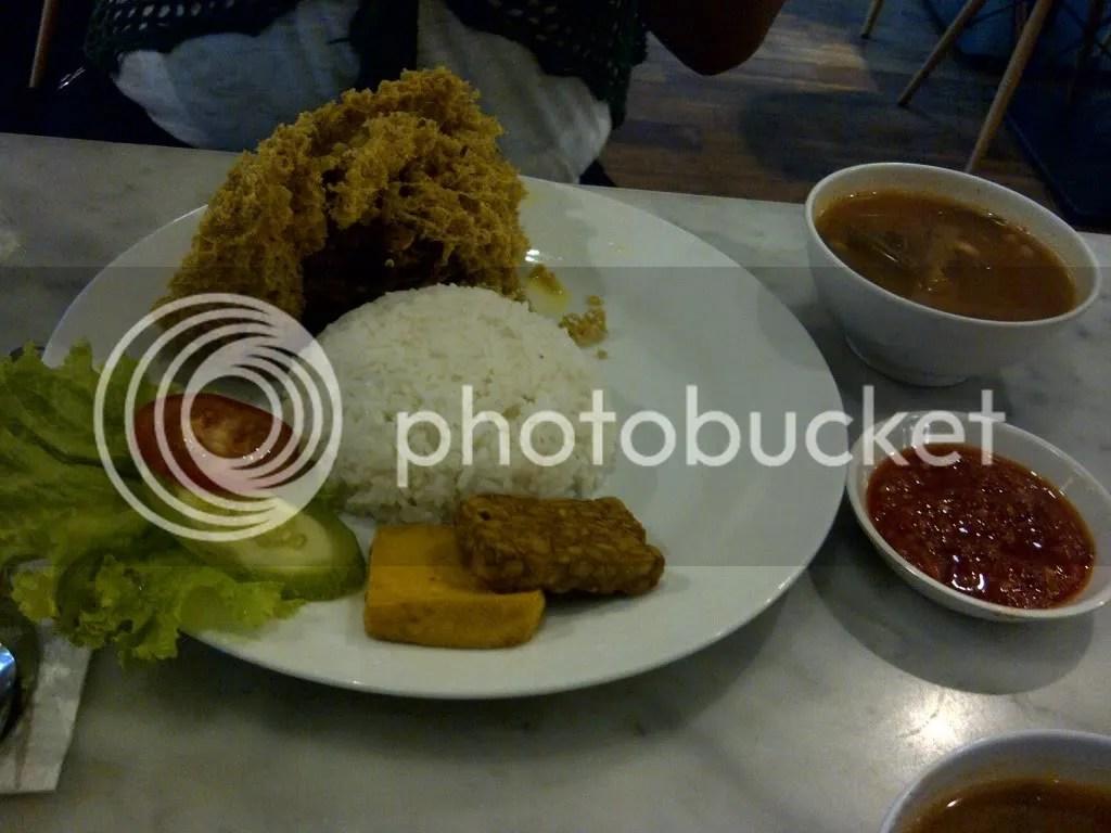Nasi Ayam Kremes Komplit (Rp 25.000)