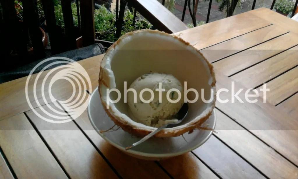 Es Puter Cendol Batok Kelapa (Rp 12.900)