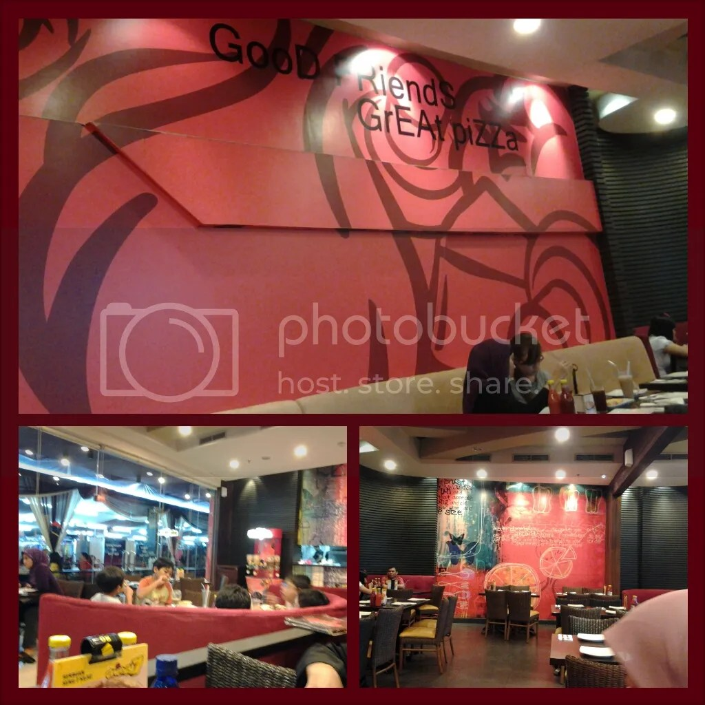 Interior Pizza Hut BIP