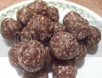 raw cookies,carob-oatmeal raisin balls,raw food recipes,raw desserts,raw food,desserts,snacks,cookies