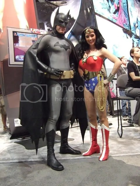 The official Batman and Wonder Woman of the DC Booth.  You see that Batman costume?  Tell me why they cant try a costume like that in the movies!  It looks great!  Oh, yeah, sure, it offers zero protection against... well, anything, but... cmon!