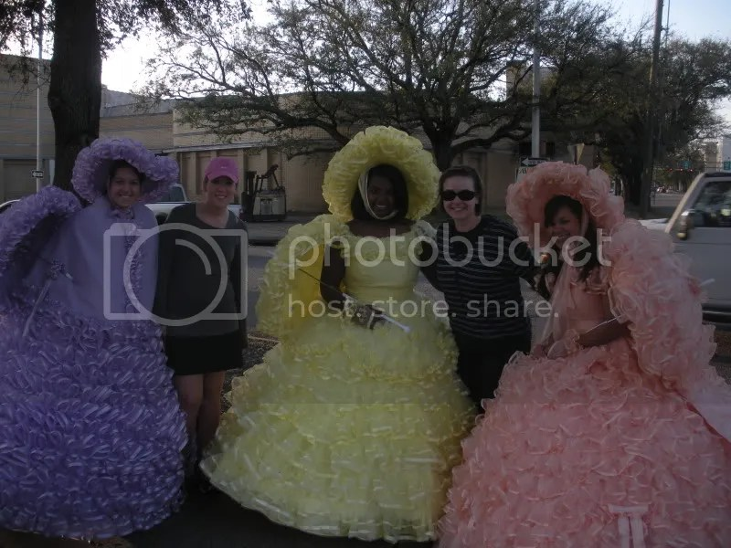 With the Azalea Trail ladies prior to the run...