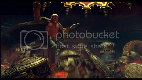 Hellboy (Ron Perlman) is fighting againstthe robots of the Golden Army.
