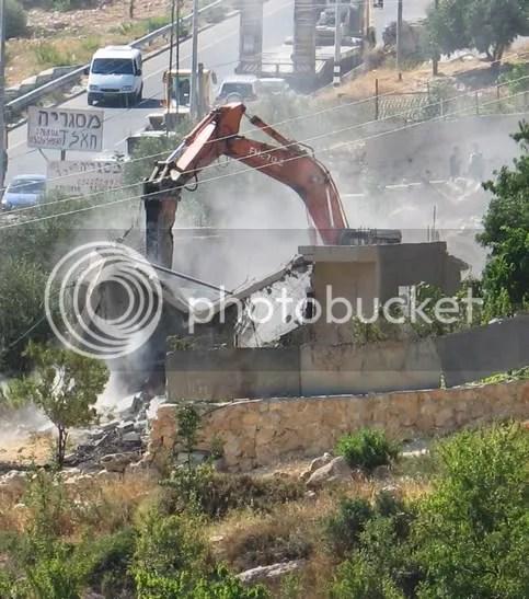 https://i1.wp.com/i254.photobucket.com/albums/hh112/salaami/israeli_demolitioncrane_Palestinian.jpg