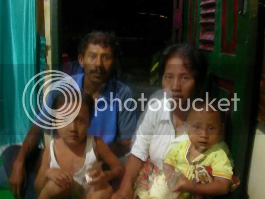 Anto beserta istri dan kedua anaknya saat berada di rumah Koordinator K-SEMAR Sumut ketika menceritakan kasus yag menimpanya. Anto juga dijadikan tersangka sebab tidak mau memberikan keterangan sesuai permintaan si pengusaha yang telah mencoba memperkosa Nurlela