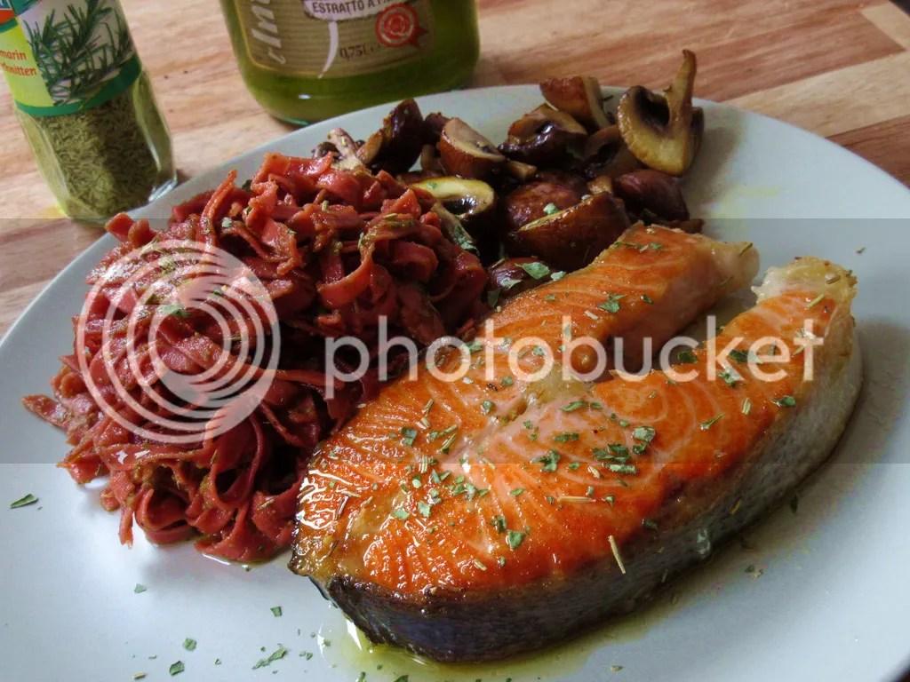 Riccioli al Barolo con Salmone e Fungi (Red wine pasta with salmon and mushrooms)