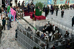 مراسم برافراشتن بیرق  امام علی در جشن گل