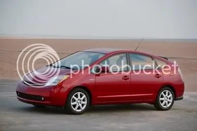 Toyota Prius, mobil hibrida yang sukses dipasarkan Toyota sejak 1997.