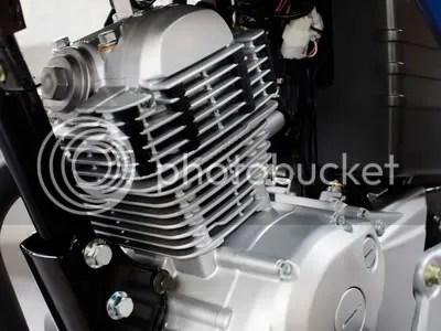 Mesin YBR 125 di Eropa sudah mengadopsi sistem injeksi bahan bakar. Jika dipasarkan di Indonesia tampaknya akan menggunakan model karburator demi menekan harga jual.