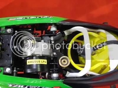 Konverter gas LPG yang terpasang di bawah jok Kanzen Hybrid.