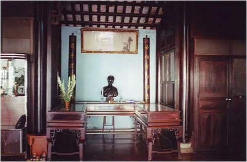http://s270.photobucket.com/albums/jj109/fbuis/celebrity/?action=view&current=choquan03.jpg
