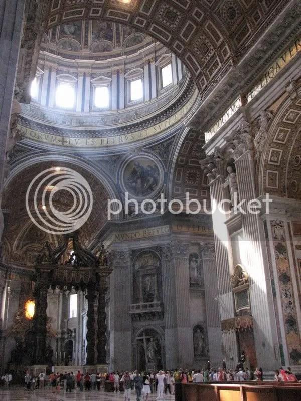 Interiorul Bisericii Sf Petru, de jos