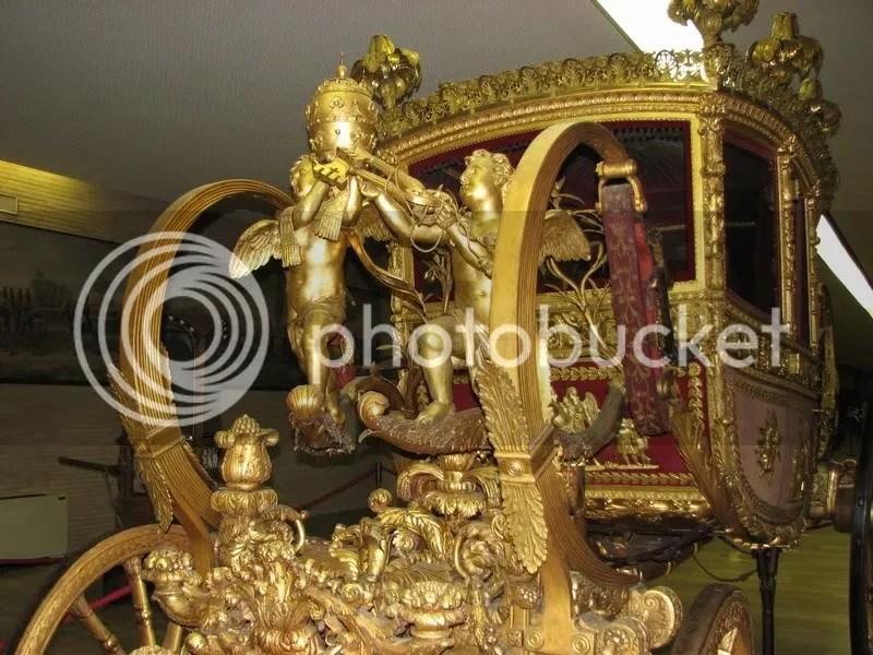 Muzeu de calesti si automobile papale