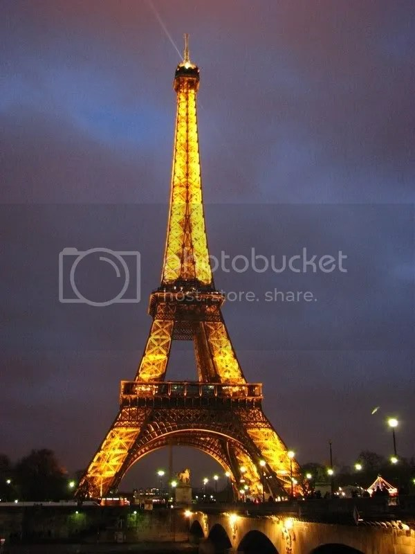 Turnul Eiffel luminat