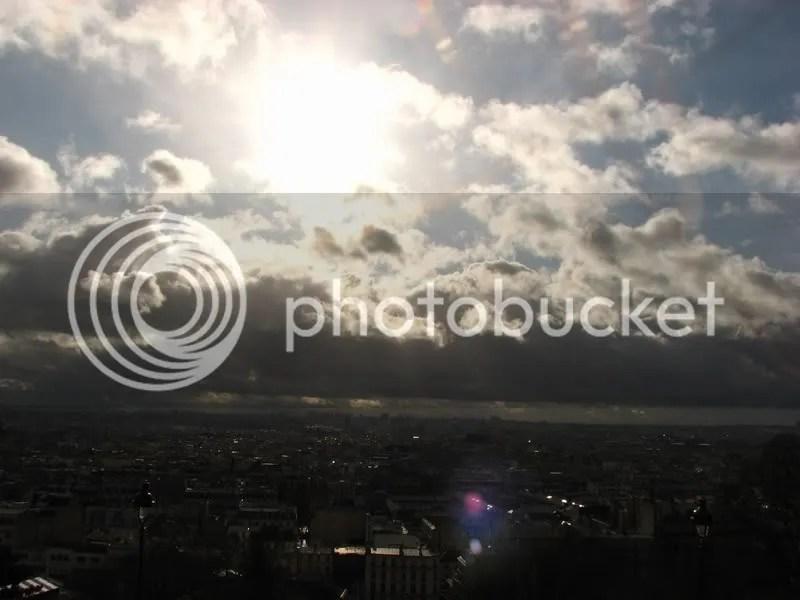 Soare deasupra Parisului
