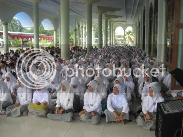 Ratusan siswa SMK di L.Batu sedang mengikuti Pesantren Ramadhan pada Gebyar Ramadhan 1430H di Masjid Raya Al Ikhlas Kel Ujung Bandar, Kec. Rantau Selatan, Kamis (27/8) pagi
