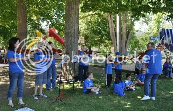 DSC_0405 violin group park