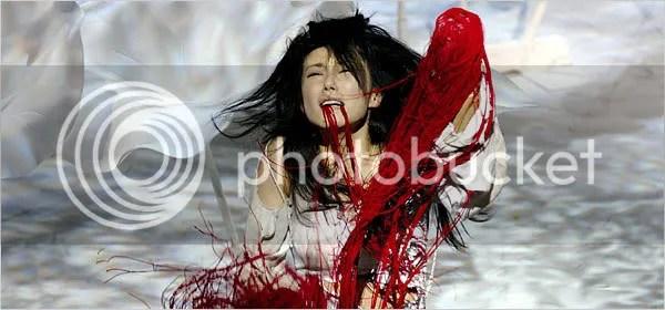 """Hitomi Manaka como Lavinia, depois de ter as mãos e a l�ngua cortadas em """"Titus Andronicus"""", de Shakeapeare, na montagem de 2006 de Yukio Ninagawa"""