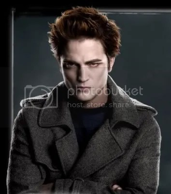 Robert Pattinson plays Edward Cullen