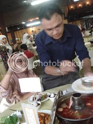 bab makan serahkan pada yang pakar wakakakaka kak T dan Suami