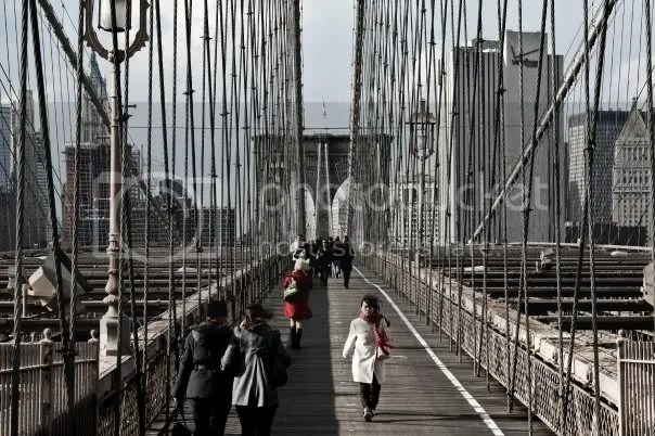 (c) Alex Soloviev, 2009: a serendipitous sighting from the Brooklyn Bridge, New York