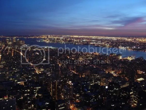 Sony DSC-600; (c) Alex Soloviev 2007: from the Empire State building at night, New York City