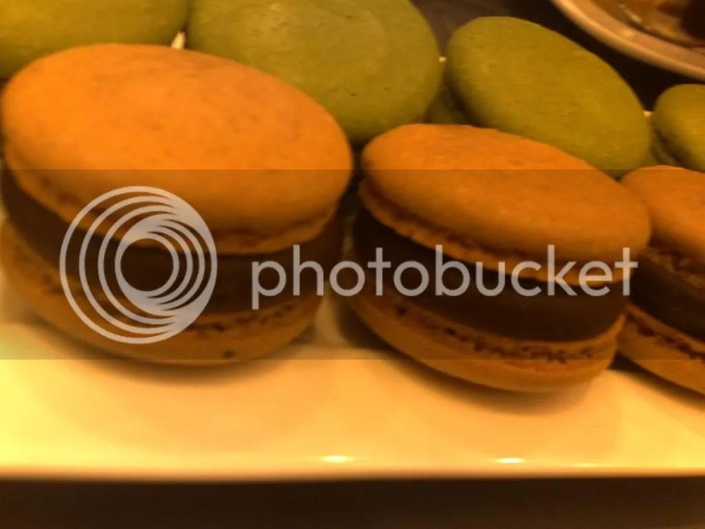 obolo macha & hazelnut macaron