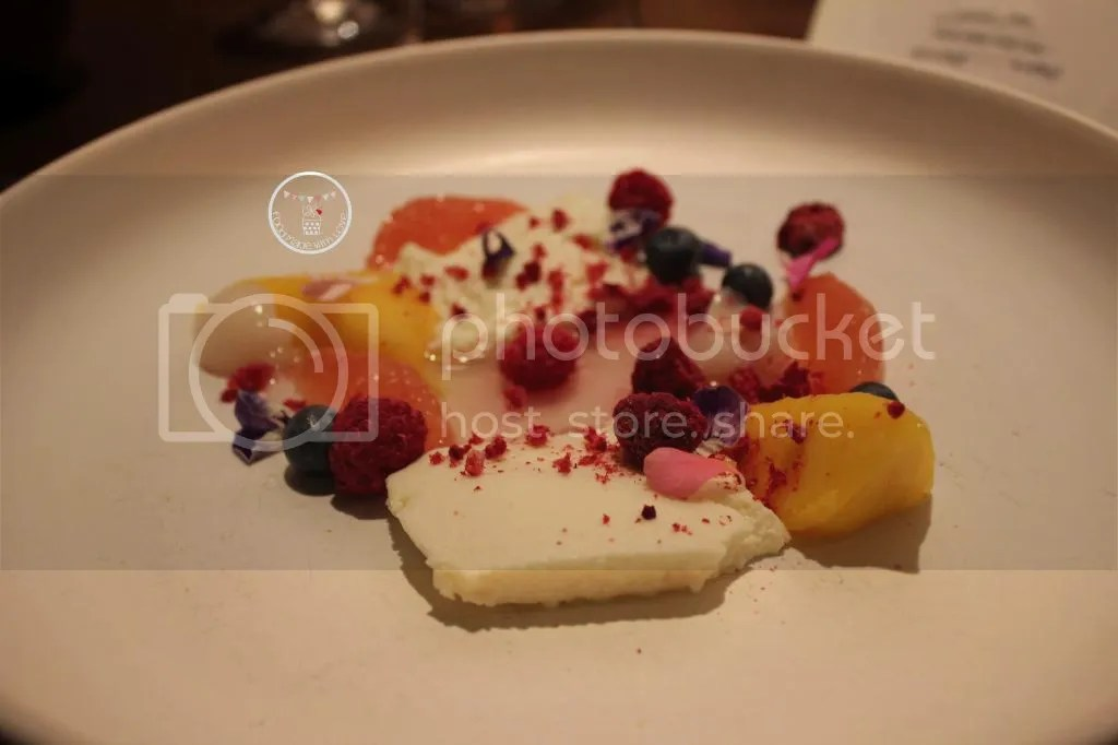 Yoghurt and honey mousse