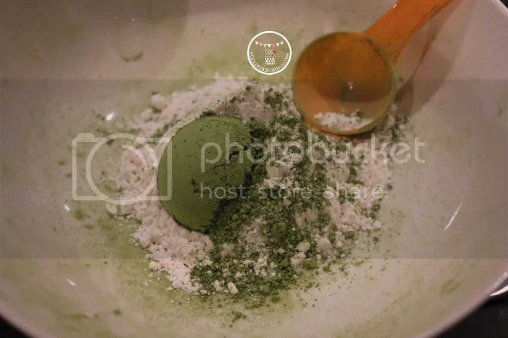 Matcha powder and cake flour