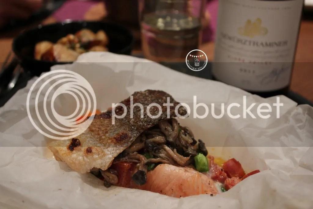 Salmon en papillote - served