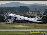United Boeing B767 despegando de Zurich