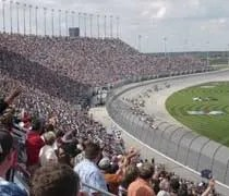 Ryan Briscoe leads the field to the green flag at Chicagoland Speedway