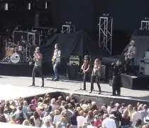 Lady Antebellum on stage at Kenny Chesneys Sun City Carnival Tour