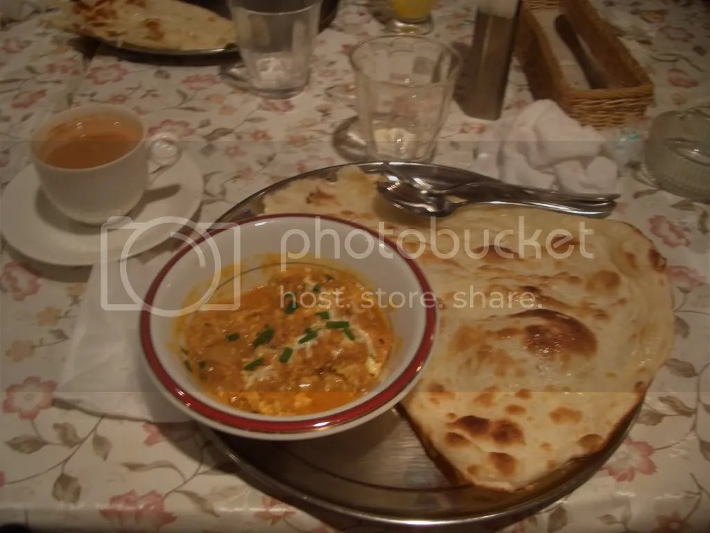 Chicken curry with naan and masala tea
